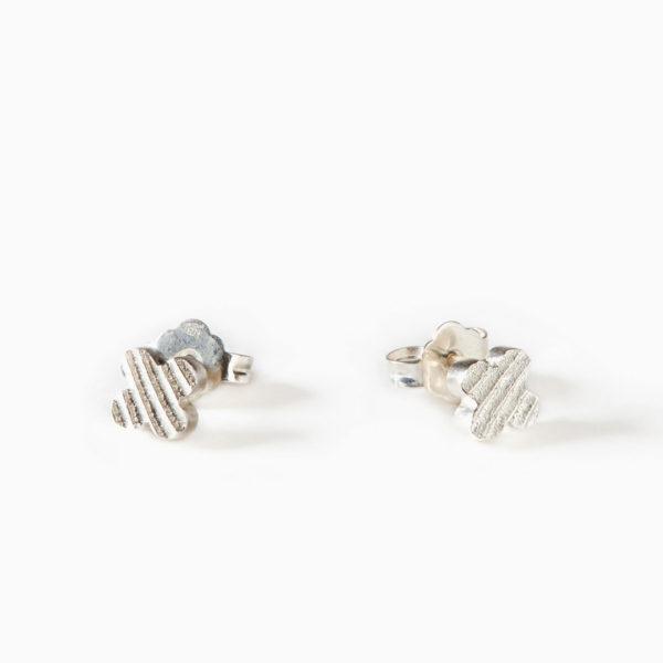 Luxusní náušnice Čtyřlístek mini z bílého zlata jsou něžné a přesto výrazné.